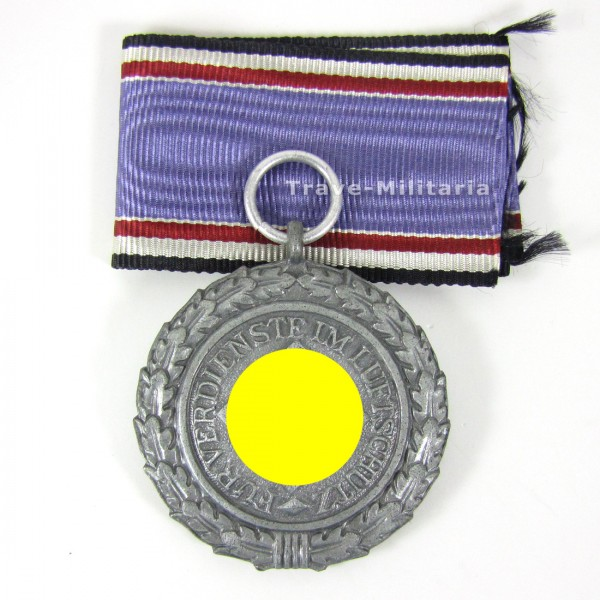 Luftschutz-Ehrenzeichen 2. Stufe mit Band